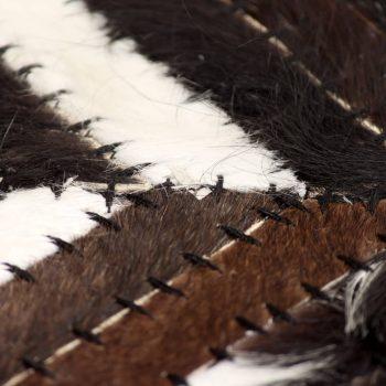 Tepih od prave kože s pačvorkom 160 x 230 cm ševron crno-bijeli